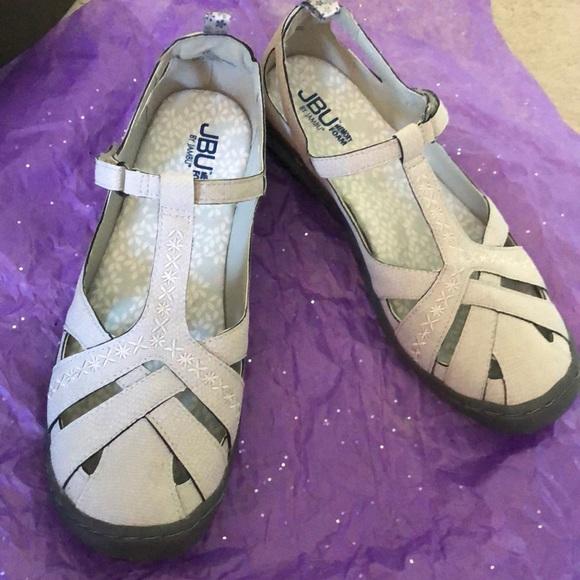 Women's Cynthia Cute sandal, never worn.